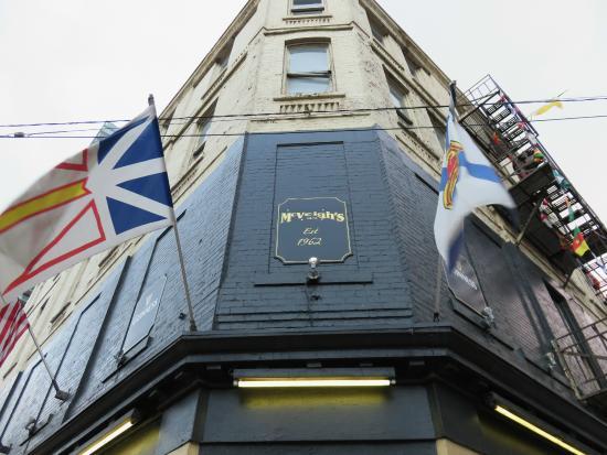 McVeigh's Irish Pub: Frontage