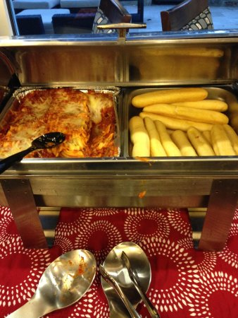 Holiday Inn Express Hotel & Suites Austin NW - Arboretum Area: Lasagna and bread sticks at Happy Hour.