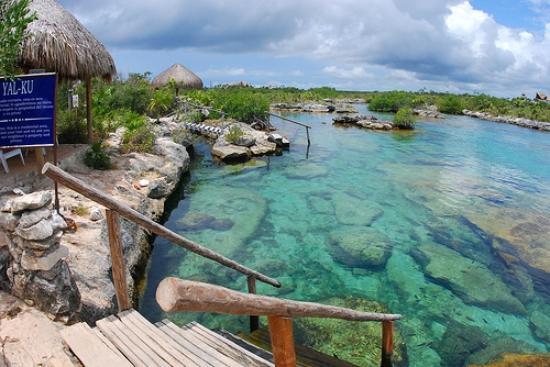 Accesos a la caleta Yalku - Picture of Yal-ku Lagoon ...