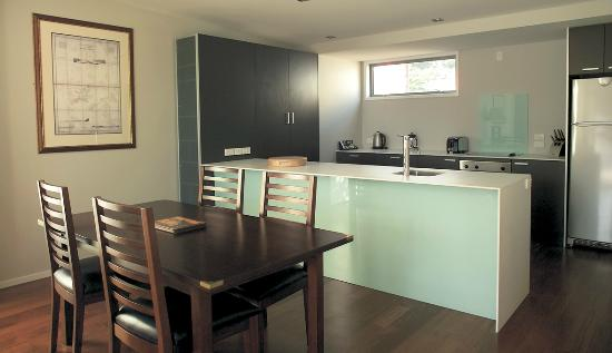 The Moorings Apartments: Kitchen/Dining Area