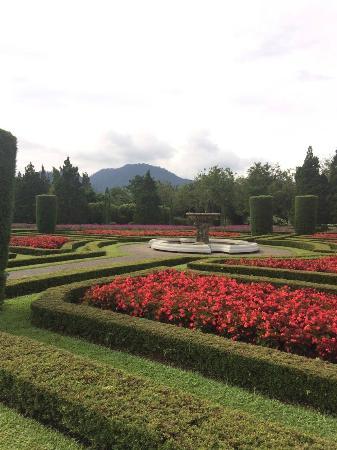 Taman Bunga Nusantara : Taman Perancis