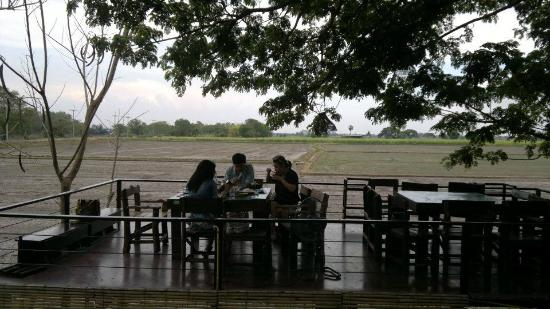 Baan Suan Mae La Ka Rong: แม้ช่วงกลางวัน อากาศก็ไม่ร้อนครับ อาหาร อร่อย