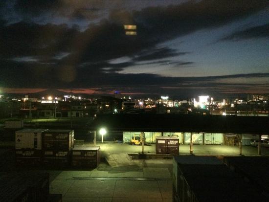 Hotel Plaza Annex Yokote: 窓からの夜景。