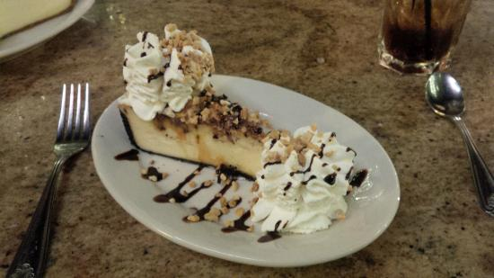 The Cheesecake Factory : Snickers Cheesecake, not their best but still very good