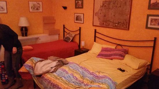 Domus Maximi Roma B&B: Habitacion Domus Maximo. Amplia..limpia..silenciosa..perfect