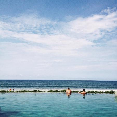 The Seminyak Beach Resort & Spa: cool swimming pool