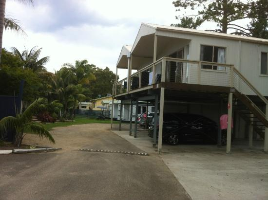 Caseys Beach Holiday Park: Elevated Villas and other cabins
