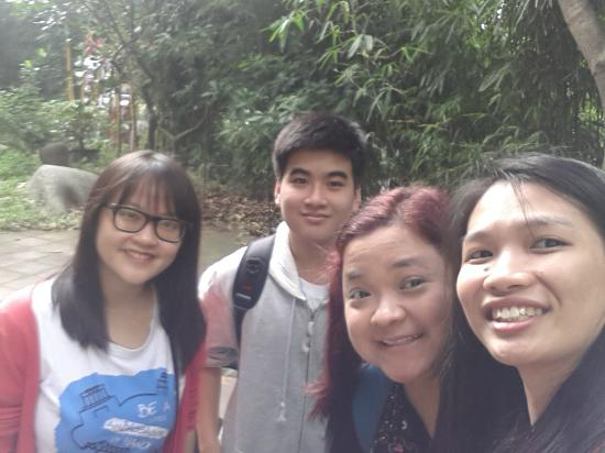 HanoiKids Free Tour: Selfies with our Friendly Tour Guides in Silk Village