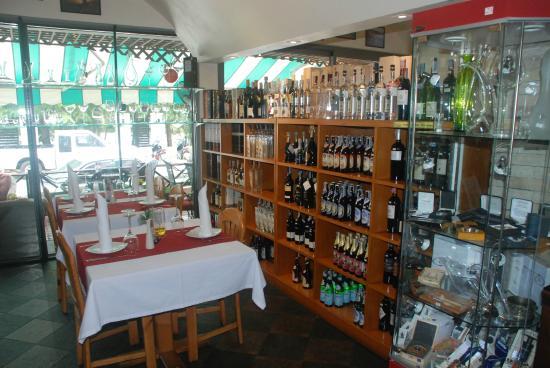 Wine Cellar Pattaya: Tabel 10
