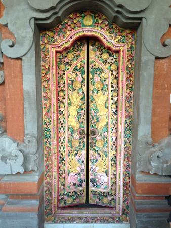 Kori Bali Inn: The door to our room (namesake of the inn)