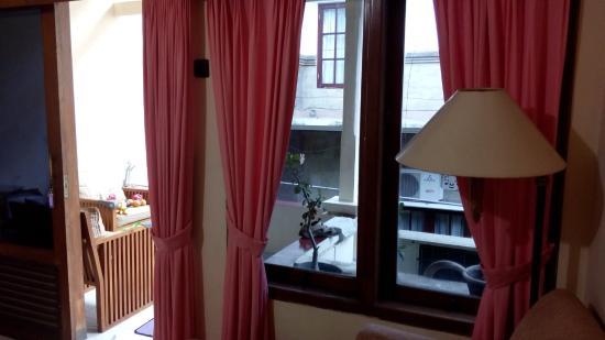 Nakula Familiar Inn : View to the balcony