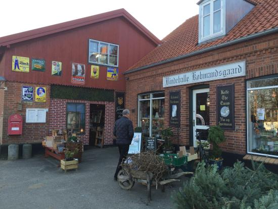 Randboel, Denmark: You will find everything here- even Christmas wreaths during December
