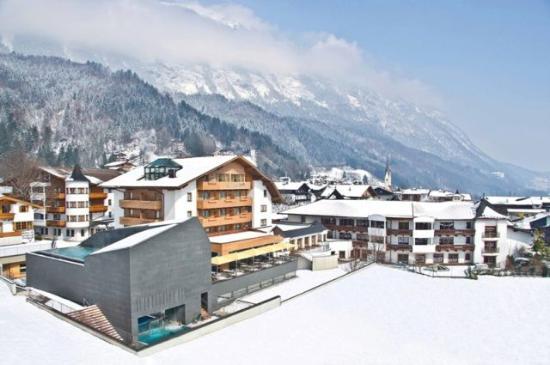 Hotel Schwarzbrunn: Aussenansicht Winter
