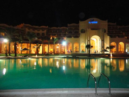 Royal Lagoons Aqua Park Resort and Spa : НОЧНОЙ ВИД