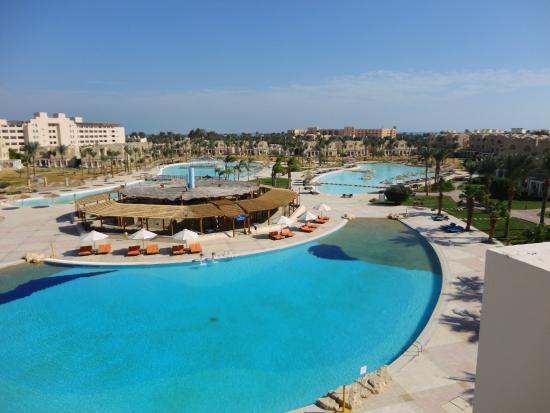 Royal Lagoons Aqua Park Resort and Spa: БАССЕЙНЫ