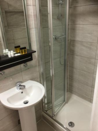 Eigen Badkamer - Picture of Plaza London Hotel, London - TripAdvisor