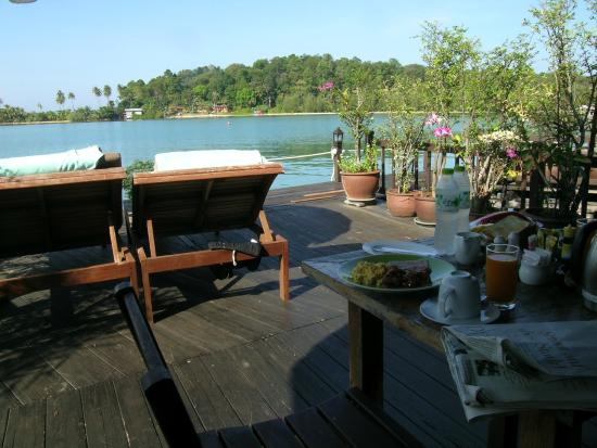 Koh Chang Sea Hut: Breakfast on own porch