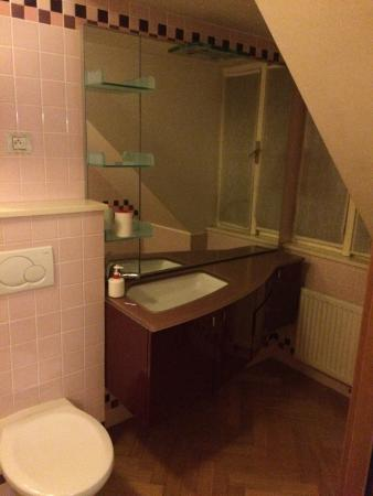 Charles Bridge Apartments: Ванная в одной из спален