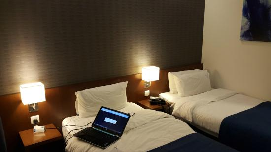 Holiday Inn Express Bahrain: bed