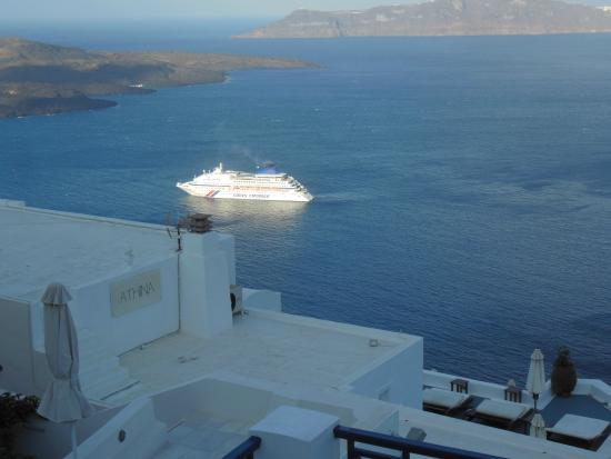 Santorini Reflexions Volcano: Looking over the Caldera from the road above the hotel