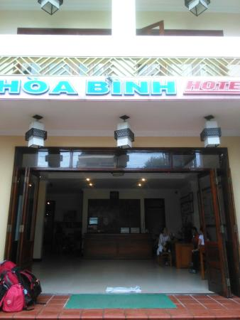 Hoa Binh Hotel: Front