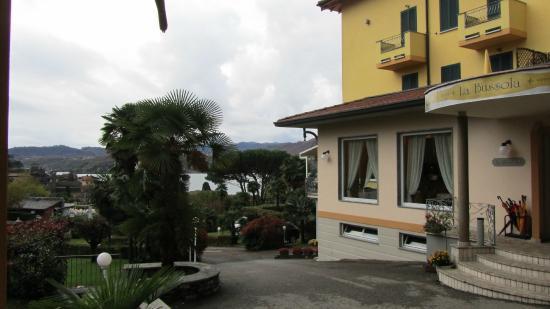 Hotel La Bussola: La Bussola otelin önden görünüşü