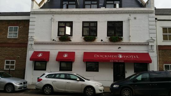 Dockside Hotel von außen