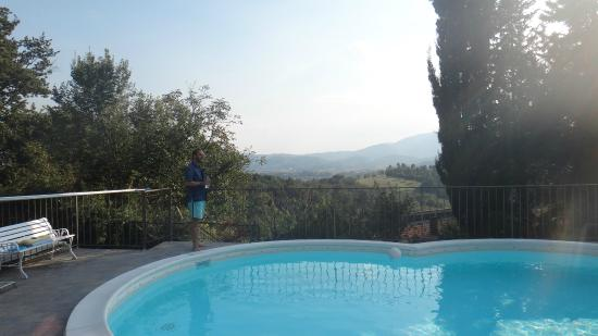 Agriturismo Corzano : The view from the pool