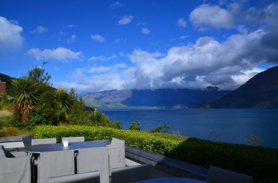 Matakauri Lodge: Vista outside the room