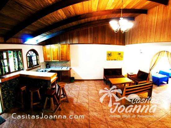 Casitas Joanna: Living Room/Kitchen