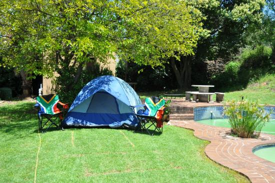 Brown Sugar Backpackers: Swimming pool and camping area