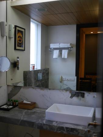 Treebo Amber : Nice spacious bathroom
