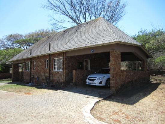 Blyde River Canyon Lodge: Parking is next to the room