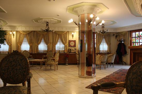 Hotel Valide Sultan Konagi: холл на первом этаже