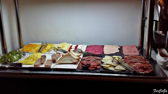 Lusso Infantas : Buffet desayuno