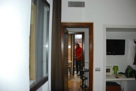 Nuovo Albergo Italia : the room-bathroom