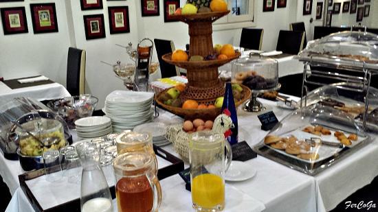 Lusso Infantas : Buffet desayunos