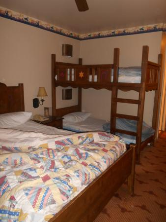 Chambre Standard 4 Personnes Picture Of Disney S Hotel