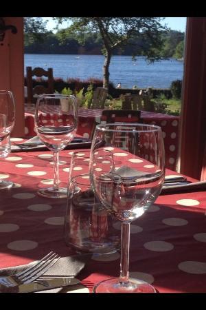 Au Lac Drennec Commana Finistere: Pieds dans l'eau !