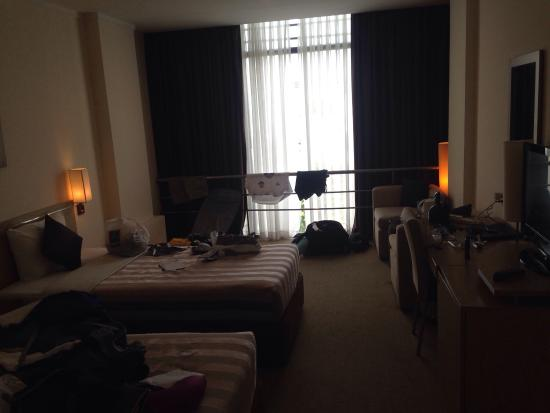 Vien Dong Hotel: Nice spacious Room for two with a cracking view of the Central Park