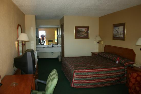 Econo Lodge Fayetteville: from the door