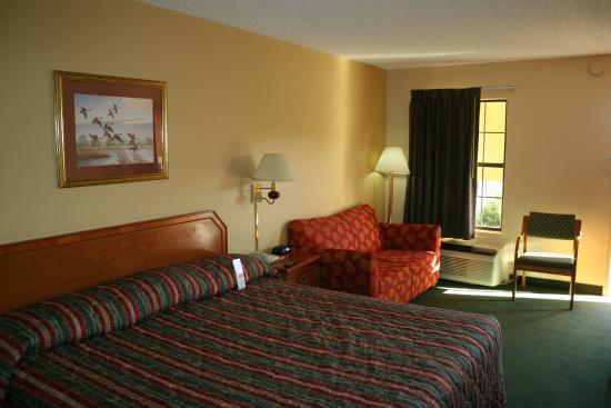 Econo Lodge Fayetteville: facing the window