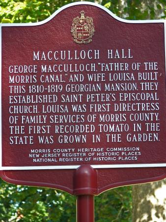 Macculloch Hall Historic Museum & Gardens: Information Plaque