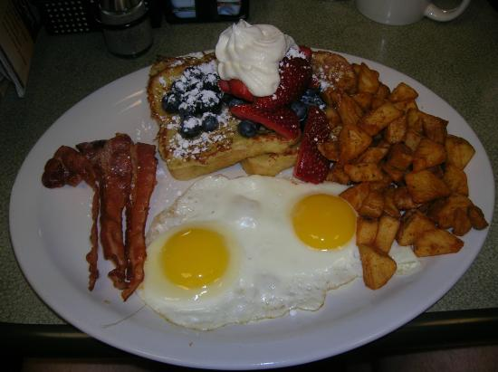 Perkins Restaurant & Bakery: Dad's breakfast , marvellous.