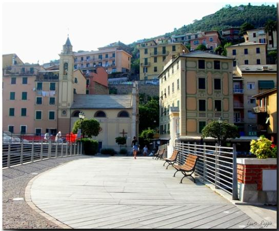 Piazzatta della Chiesa all'angolo Ristorante SCANDELIN