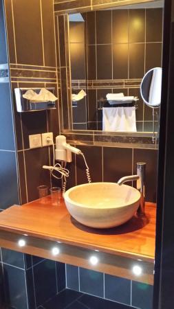 Hotel De La Poste : salle de bain