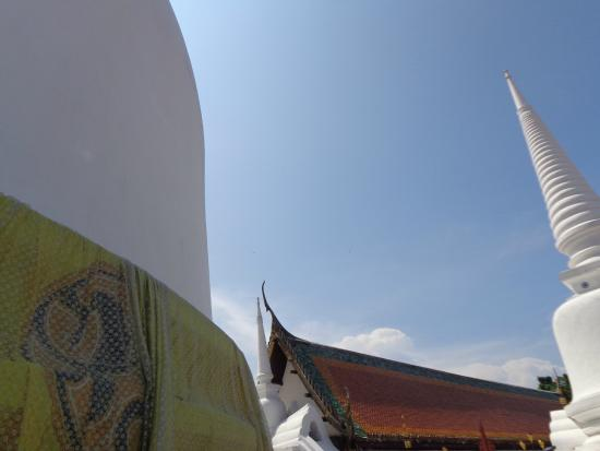 Phra Mahathat Woramaha Wiharn: บรรยากาศในวัด