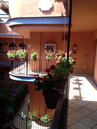 hotel patio de la alameda: