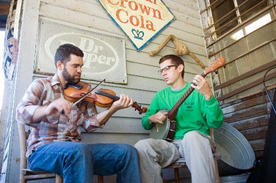 Sugar Grove, Caroline du Nord: Fiddler's at Mast General Store