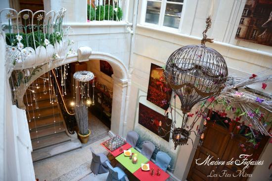 Hall d\'entrée montgolfière - Picture of Maison de Fogasses ...